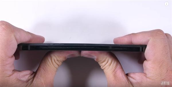 安卓之父Essential手机耐用性测试和跌落测试