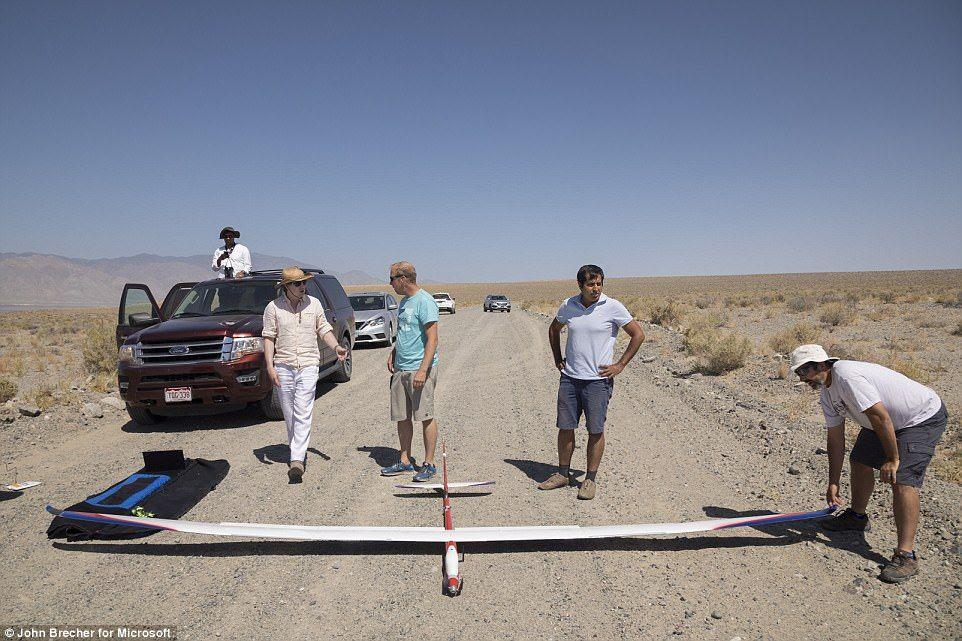 飞一天不成问题?微软测试无人驾驶AI滑翔机