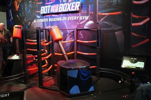 CES拳击机器人亮相!一般人不是它的对手